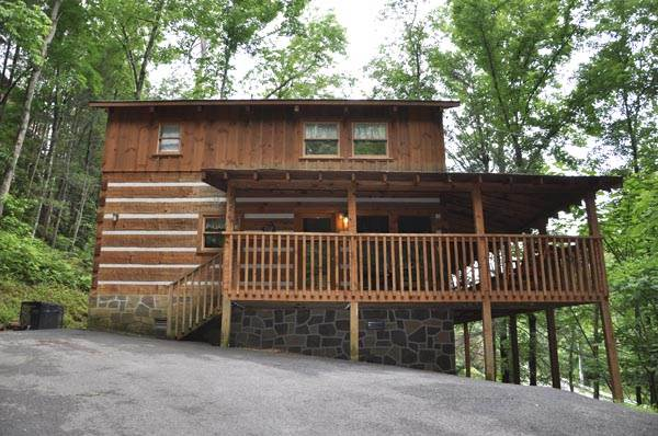 Gatlinburg cabins close to town timberwinds cabins for Cabins near downtown gatlinburg